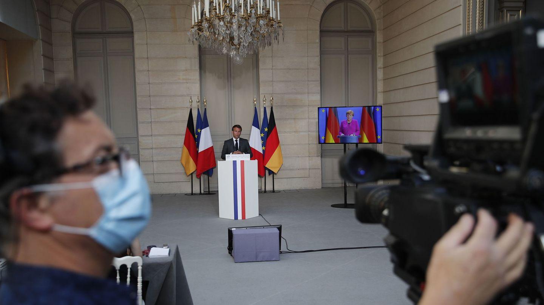 El presidente galo, durante la rueda de prensa posterior a su conferencia con Merkel. (EFE)