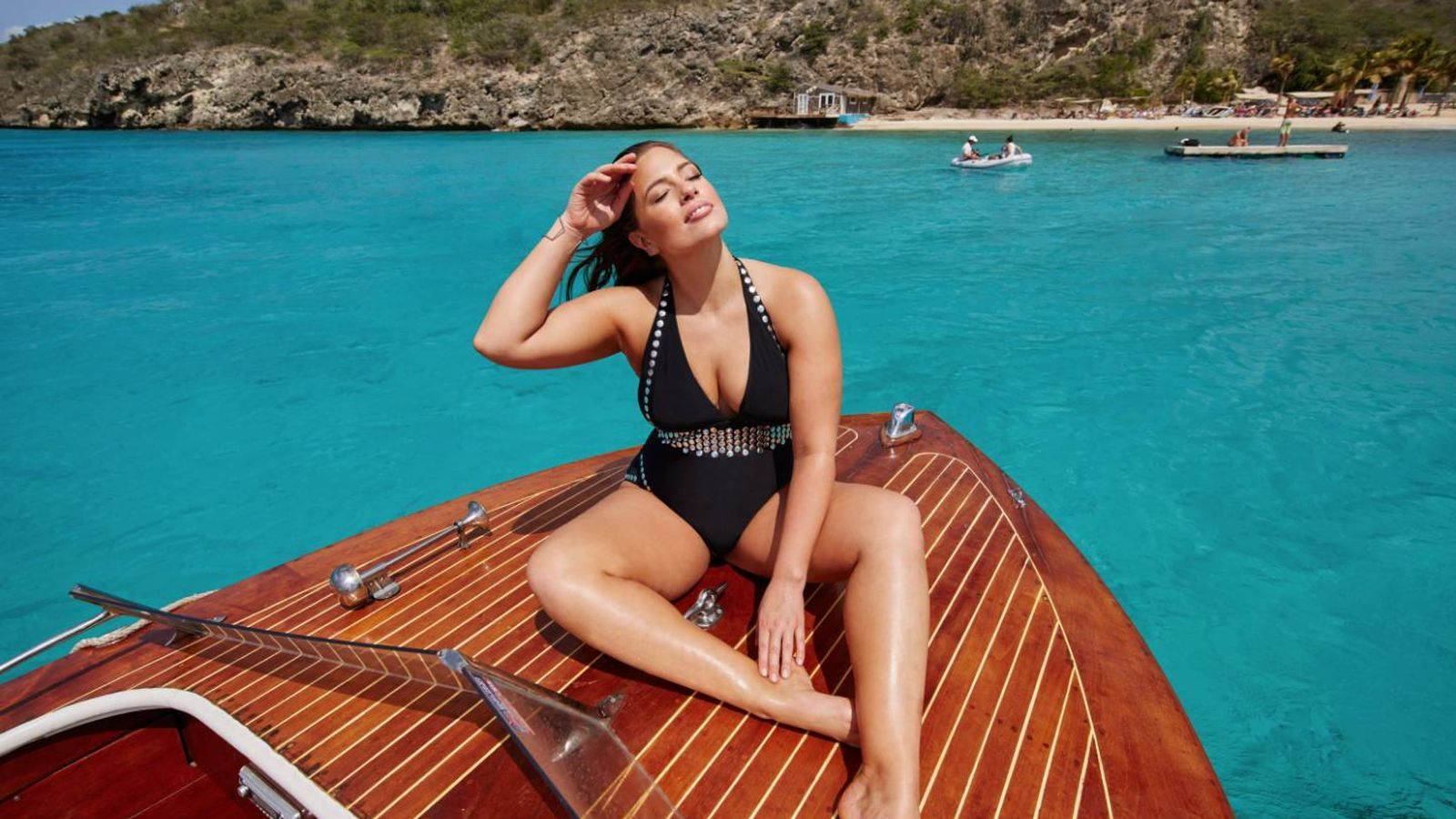 Foto: La modelo Ashley Graham como imagen de su propia firma de bañadores. (Imagen: Swimsuits For All)