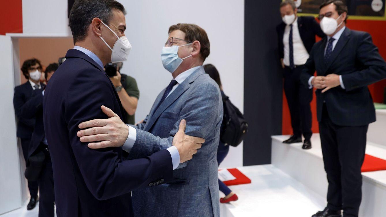 El PSOE de la periferia marca distancias con los barones críticos y cierra filas con Sánchez