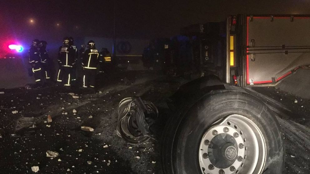 Un accidente entre dos camiones obliga a cortar la M-50 durante horas
