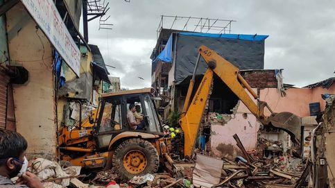 Al menos 11 muertos al caer un edificio sobre otro en Bombay (India)