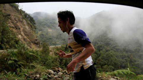 Más de cien atletas compiten en la carretera de la muerte en Bolivia