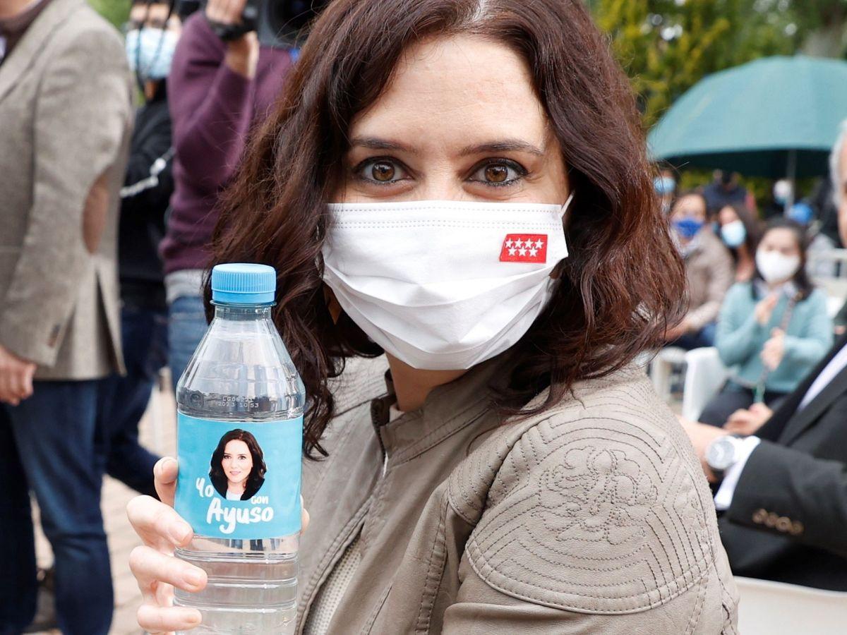 Foto: Isabel Díaz Ayuso durante un acto de campaña en Pozuelo de Alarcón. (EFE)
