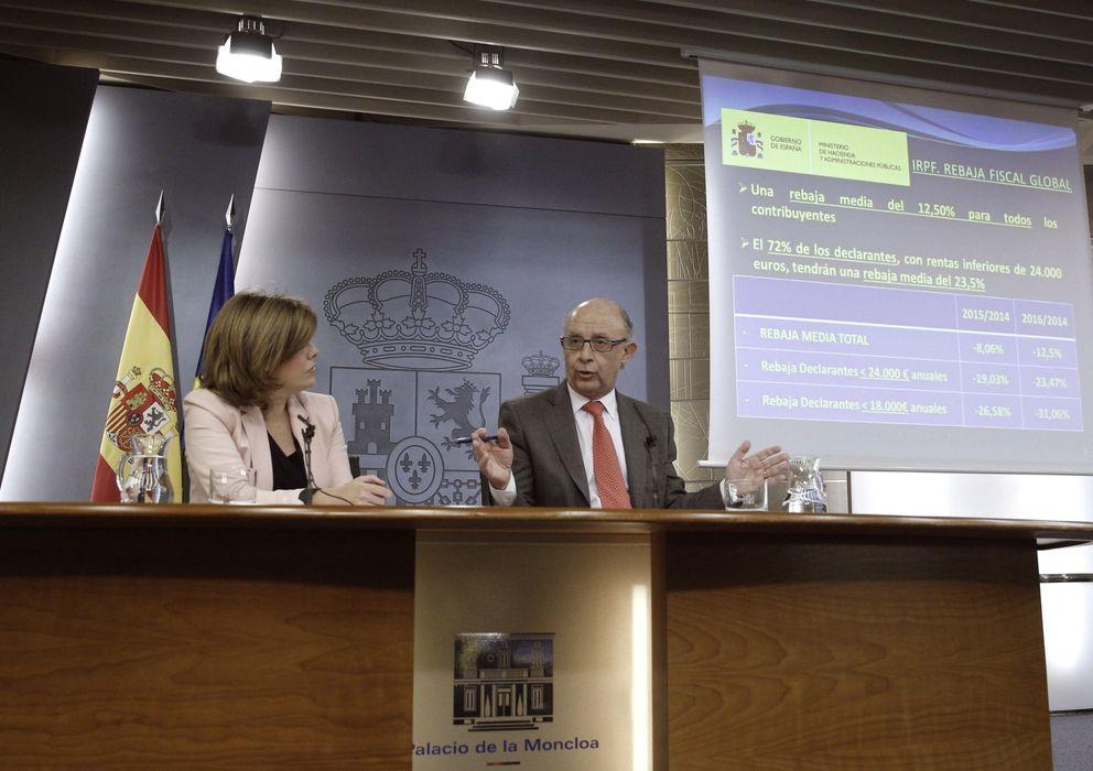 Foto: La vicepresidenta del Gobierno, Soraya Sáenz de Santamaría, y el ministro de Hacienda, Cristóbal Montoro. (Efe)