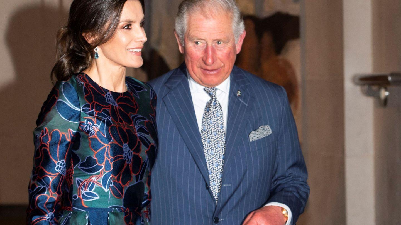 La reina Letizia y el príncipe Carlos de Inglaterra, en la National Gallery de Londres. (EFE)