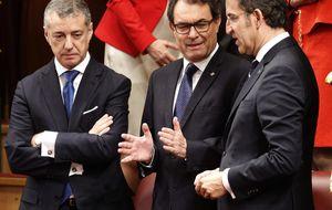Artur Mas da la nota y no aplaude el discurso desde la tribuna; Duran Lleida, sí