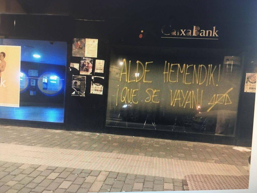 Foto: Pintada en contra de la Guardia Civil en Alsasua. (E.C)