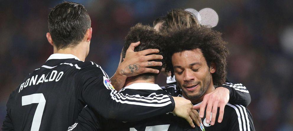 Foto: Los jugadores del Real Madrid celebran uno de los goles de Cristiano Ronaldo en Almería.