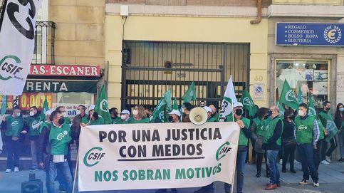El sindicato CSIF se manifiesta para exigir más medios ante la saturación de la Justicia
