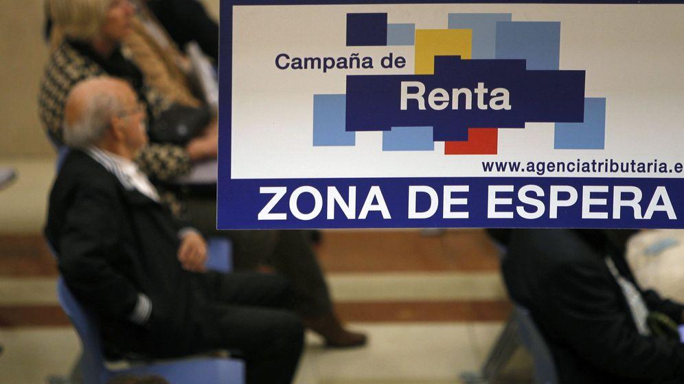 Foto: Zona de espera de una de las oficinas de la Agencia Tributaria. (EFE)