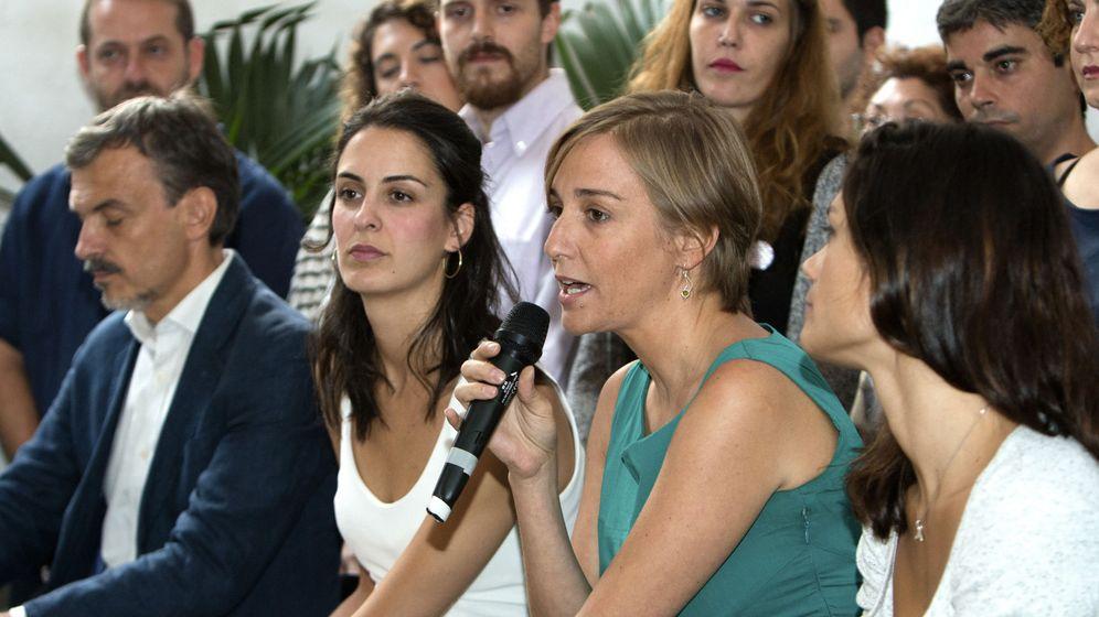 Foto: La líder de la candidatura Adelante Podemos, Rita Maestre, junto a la diputada Tania Sánchez el portavoz del partido en la Asamblea de Madrid, José Manuel López, durante la presentación de la iniciativa. (EFE)