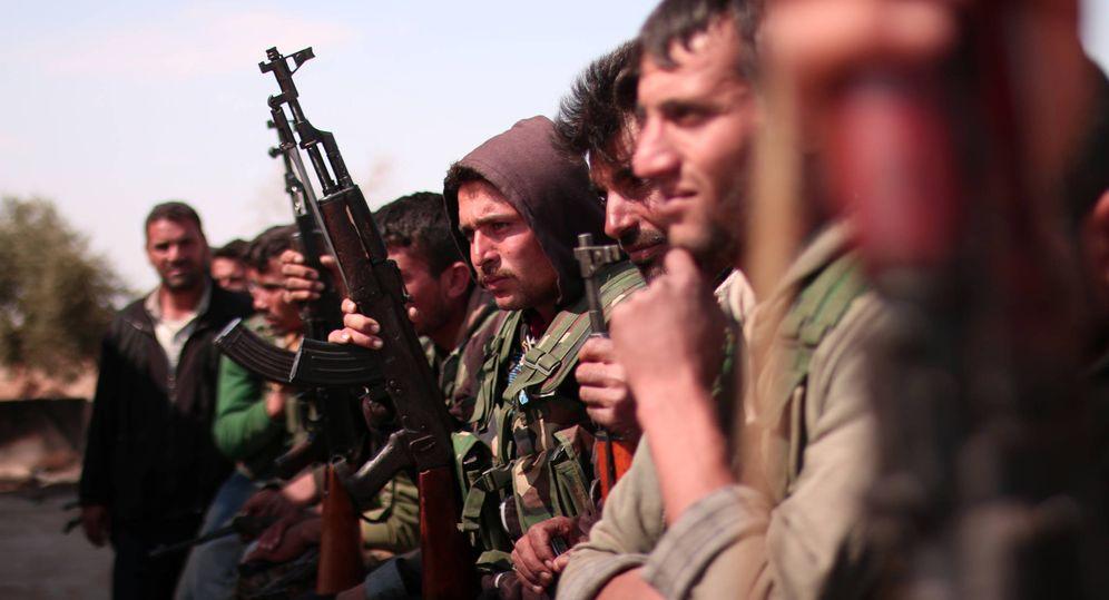 Foto: Combatientes de las Syrian Democratic Forces (SDF) al norte de Raqqa, 'capital' del Estado Islámico en Siria. (Reuters).