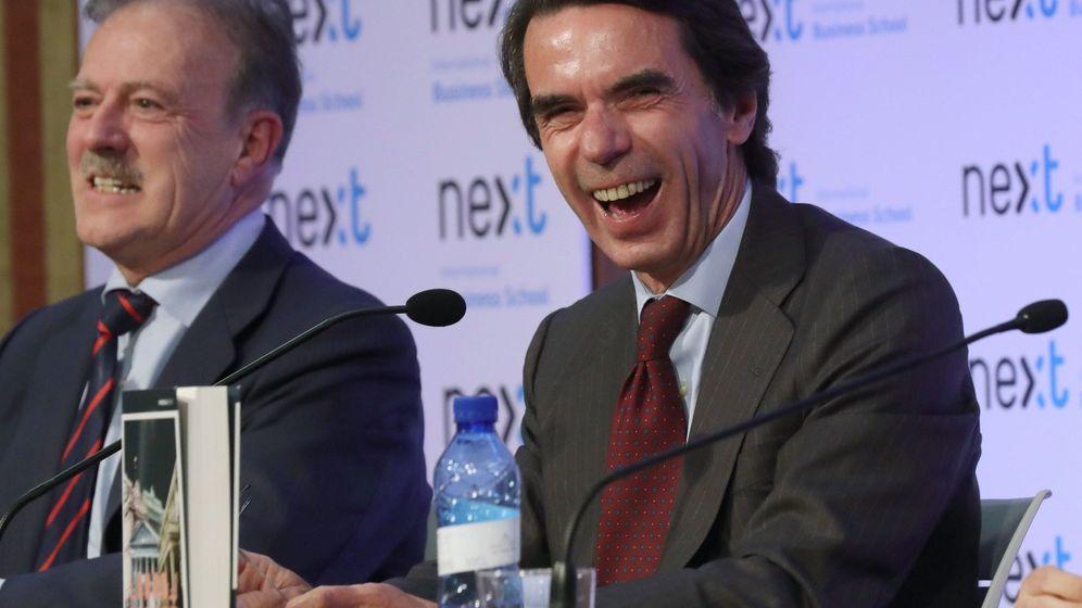 Foto: José María Aznar en la presentación del libro 'No hay ala oeste en La Moncloa', de Javier Zarzalejos. (EFE)