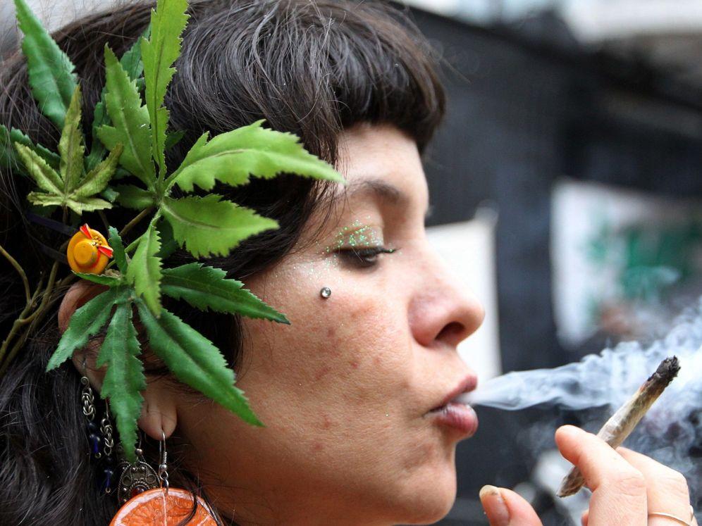 Foto: Un simpatizante del consumo de marihuana. Foto: EFE Mario Guzmán.