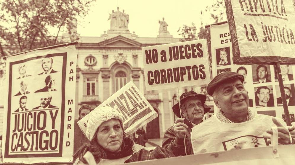 Foto: Concentración ante el Tribunal Supremo por el impuesto de las hipotecas. (EFE)