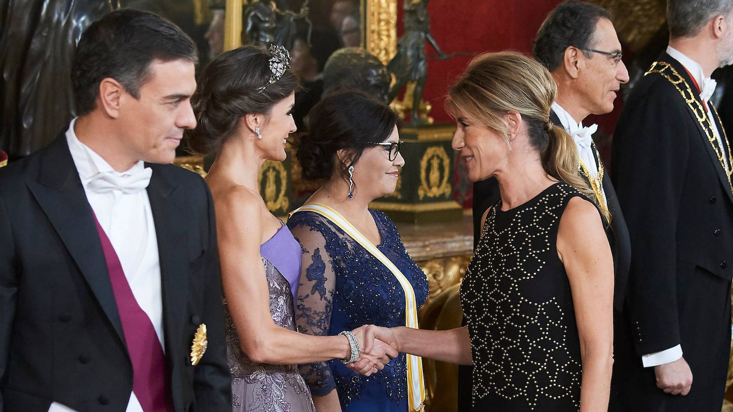 Begoña saludando a la Reina. (Limited Pictures)