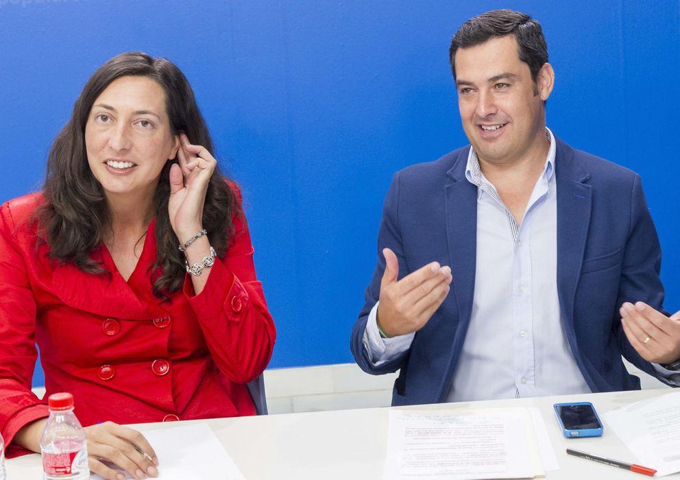 Foto: Dolores López Gabarro, 'número 2' del PP andaluz y afectada por esta sentencia junto a Juanma Moreno, líder del PP-A (EFE)