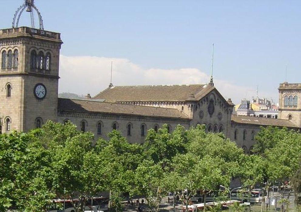 Foto: Sede histórica de la UB en la Plaza de la Universidad. (Xavier Caballé/Wikicommons)