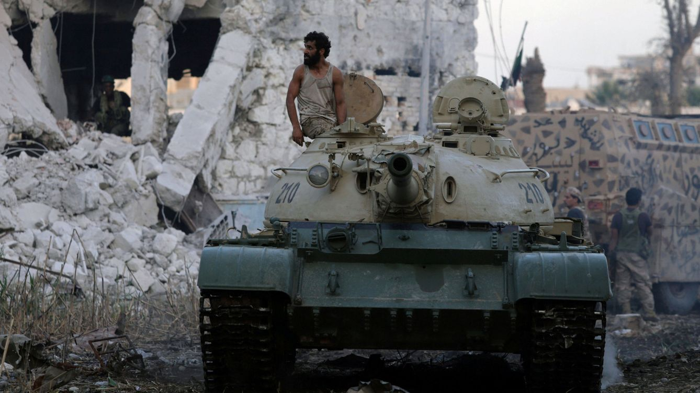 Foto: Un tanque del Ejército Nacional Libio durante un combate en Bengasi, el 10 de noviembre de 2017. (Reuters)