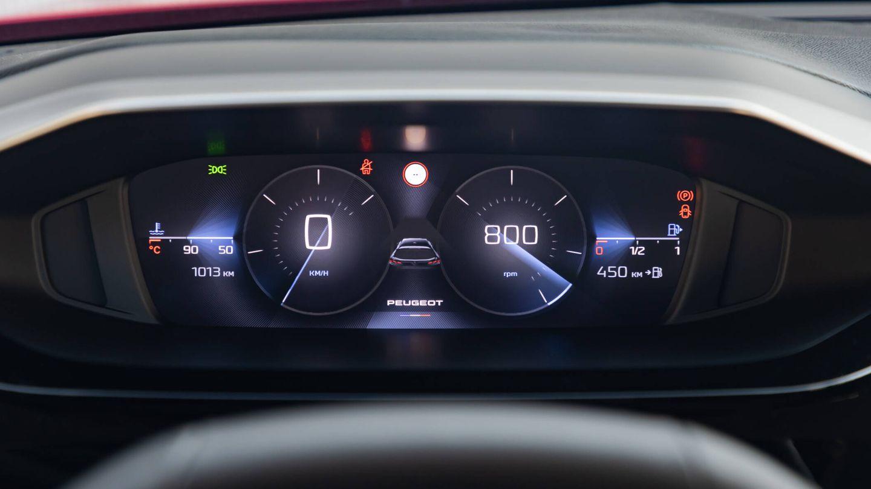 Instrumentación digital y configurable, aunque con diseños discutibles, más originales que intuitivos. Las versiones de gasolina y diésel sí tienen cuentavueltas, pero los 308 Hybrid no.