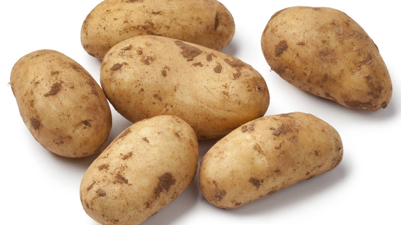 Patatas aún con tierra. (iStock)