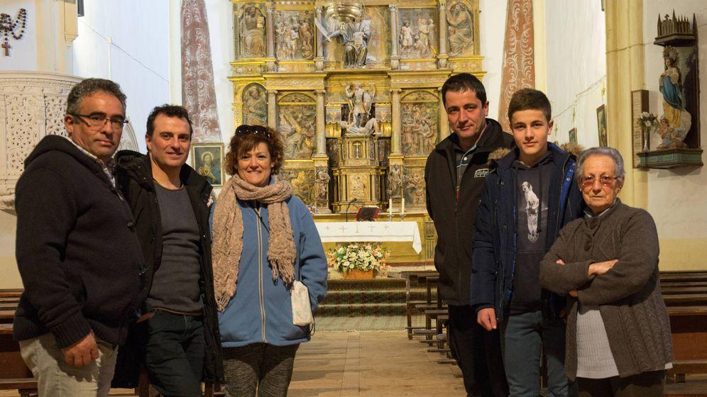 Foto: Los vecinos de Quintanilla de Riofresno (Burgos) se han propuesto restaurar su retablo mayor. (D. B.)