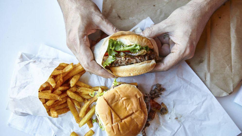 Foto: En general las hamburguesas son seguras, pero no podemos fiarnos de todo lo que compramos. (iStock)