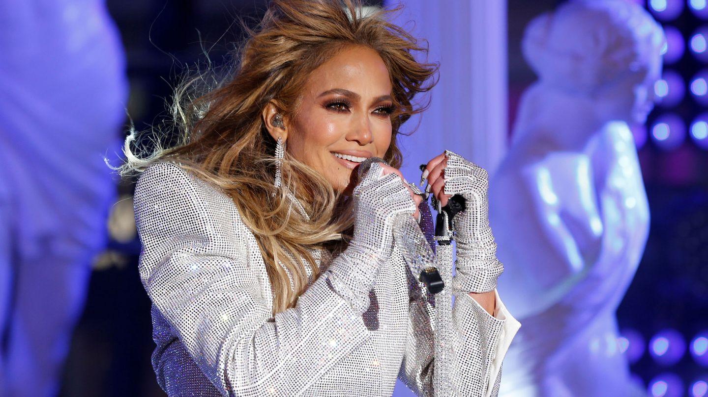 Jennifer Lopez durante un concierto en 2020. (Reuters)