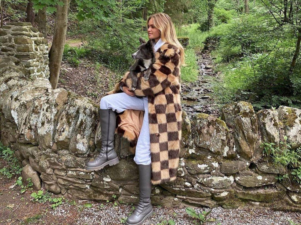 Foto: La insider Claire Rose con el abrigo. (Instagram @standstudio.official)