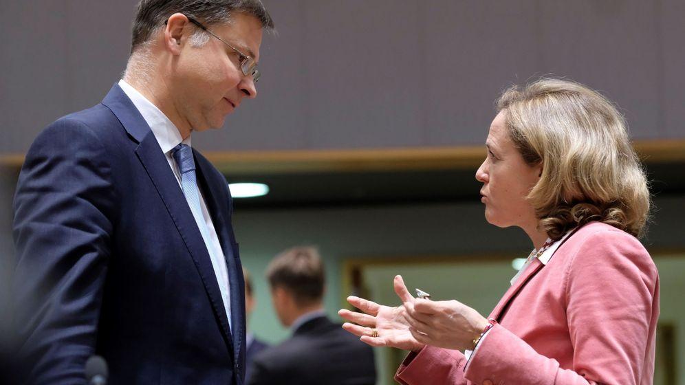 Foto: Nadia Calviño y el vicepresidente de la Comisión Europea, Valdis Dombrovskis. (EFE)