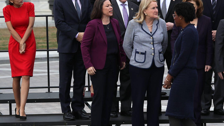 Retrato de familia con los candidatos electos frente al Capitolio. (Getty)