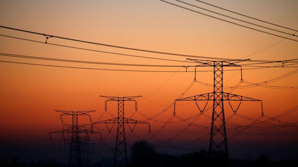 Los inversores se refugian en las eléctricas ante la prórroga en la subida de tipos