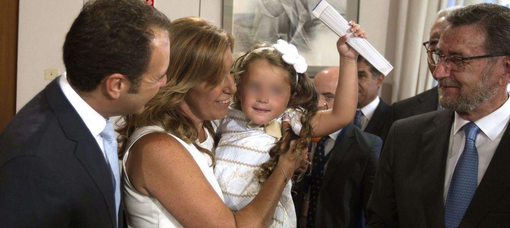 Foto: Susana Díaz junto a su marido, José María Moriche (izq.). (Efe)