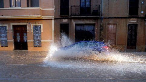 La Guardia Civil evacúa a un centenar de personas en Castellón por la gota fría