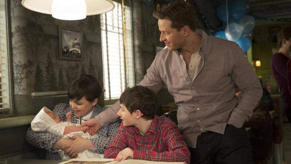 Foto: Ginnifer Goodwin, Josh Dallas y Jared Gilmore en 'Once Upon a Time'