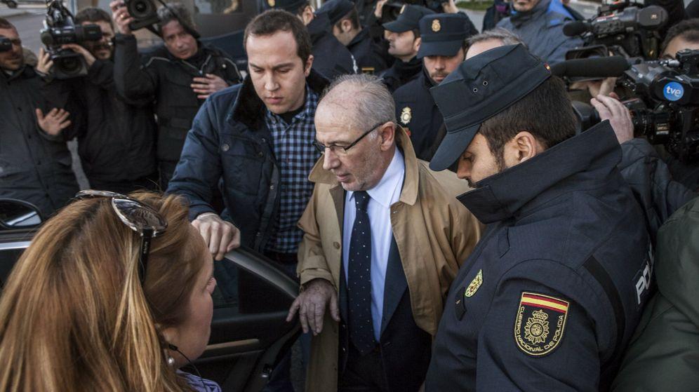 Foto: Rodrigo Rato, tras declarar este viernes en los juzgados de Plaza de Castilla. (EFE)