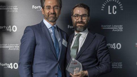Fernando Colomina recibe el premio '40 under 40' en banca y finanzas