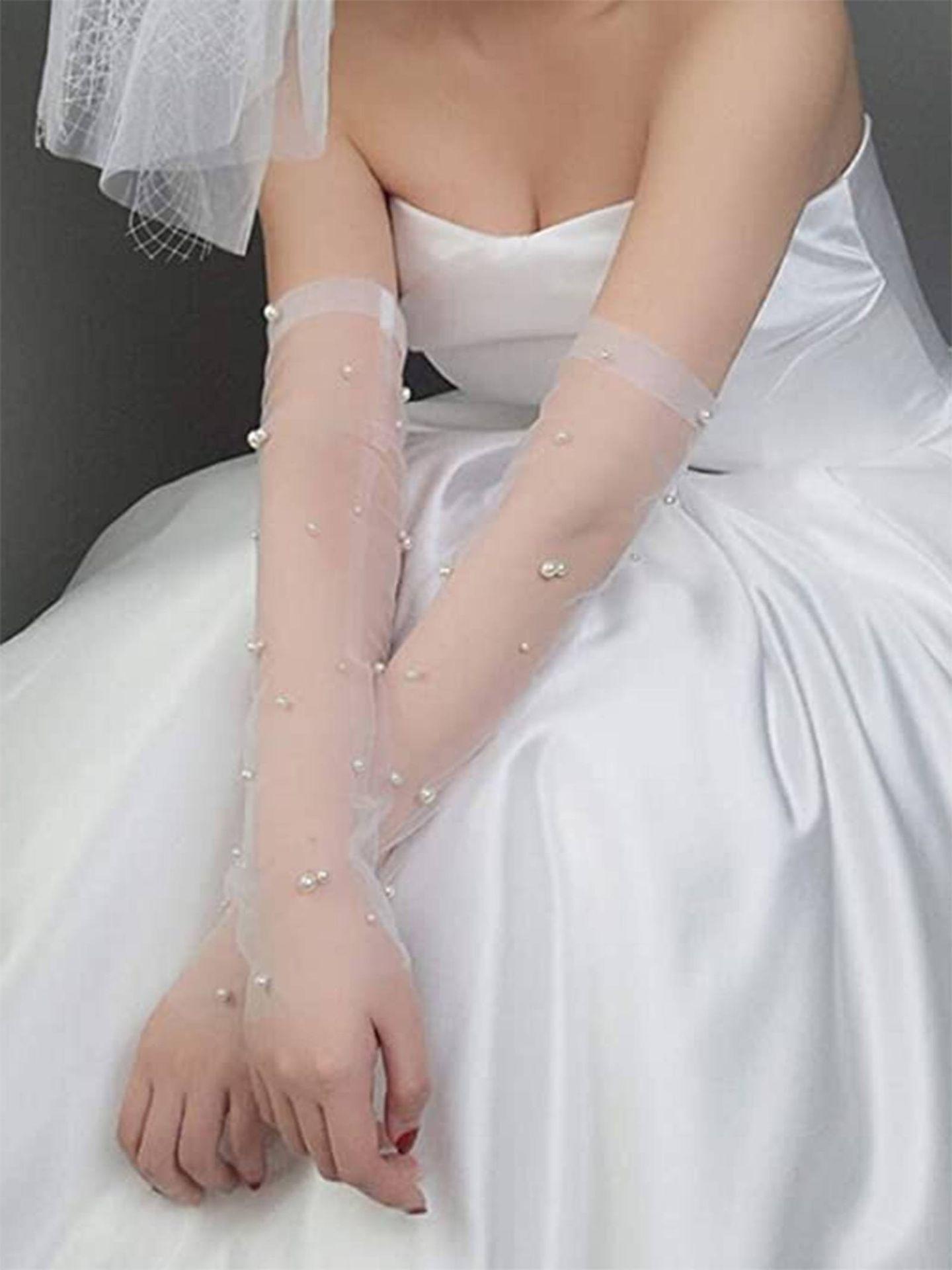 Guantes para novia de MoreChioce / Amazon. (Cortesía)