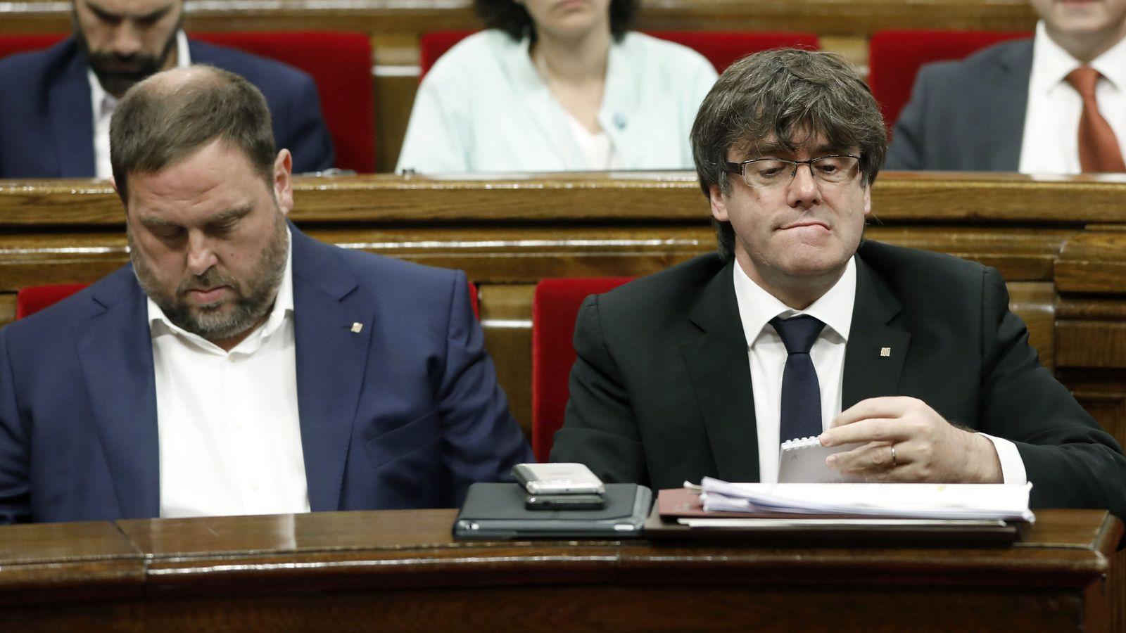 Foto: El presidente de la Generalitat, Carles Puigdemont (d) y el vicepresidente del Govern y conseller de Economía, Oriol Junqueras (i). (EFE)