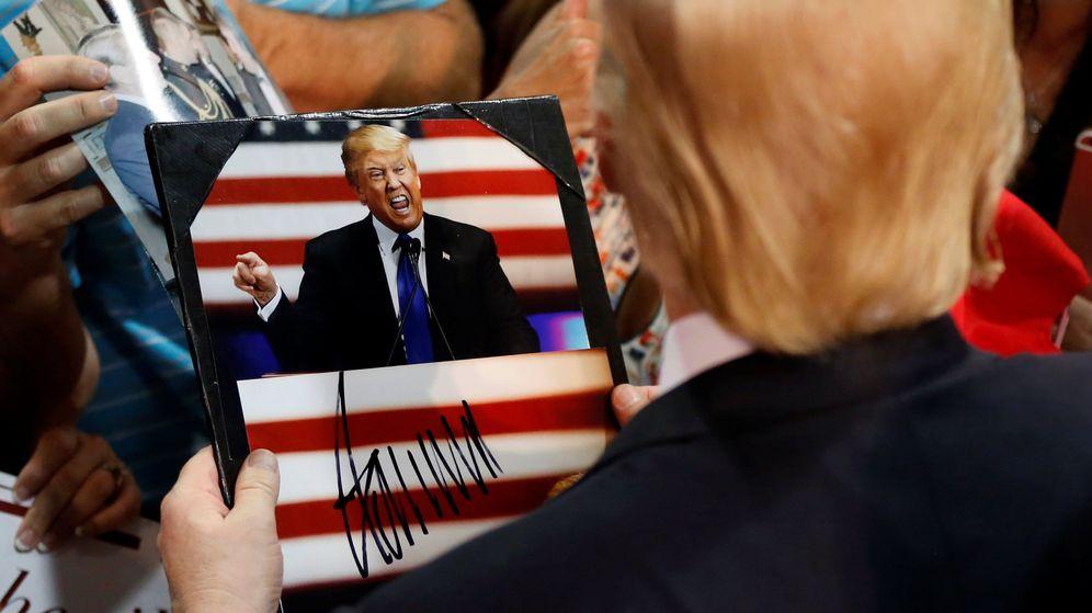 Foto: Donald Trump firmando autógrafos en Oregon, el pasado viernes. (Reuters)