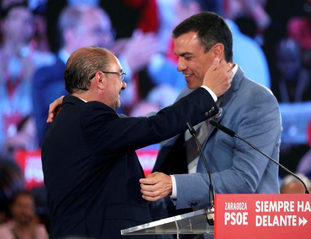 Foto: Pedro Sánchez y el presidente aragonés en funciones, Javier Lambán, el pasado 13 de mayo en Zaragoza. (EFE)
