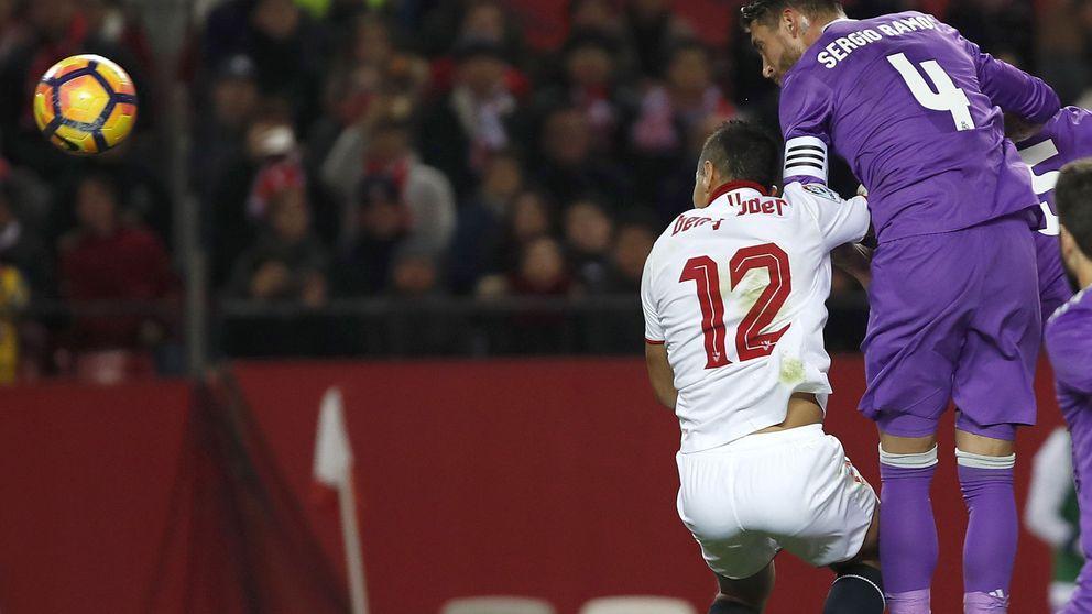 El calvario de Ramos en el Pizjuán: pañolada, pitada y gol en propia puerta