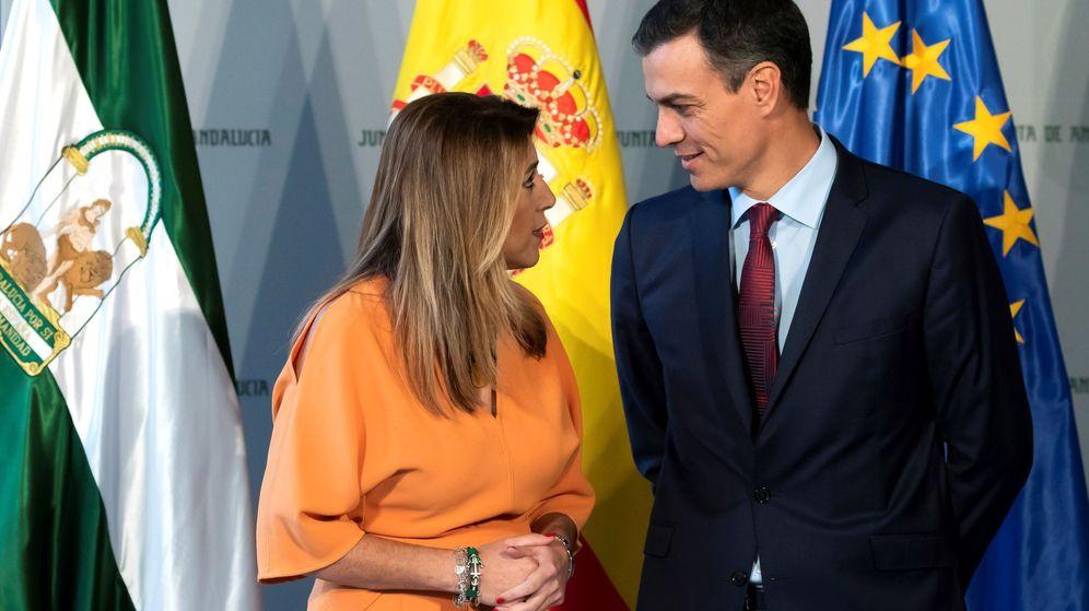 Foto: El presidente del Gobierno, Pedro Sánchez, junto a la expresidenta de la Junta de Andalucía Susana Díaz. (EFE)