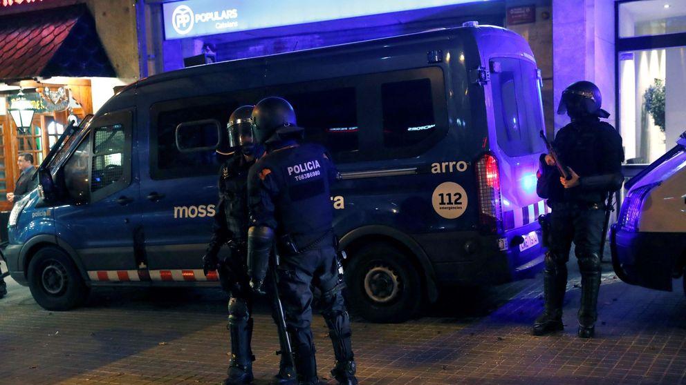 Cientos de CDR protestan por la sentencia ante las sedes de Cs y el PP en Barcelona