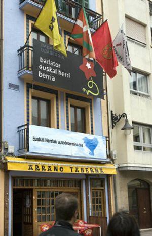 Los empresarios 'hacen cola' para pagar el impuesto revolucionario tras la ruptura del alto el fuego de ETA