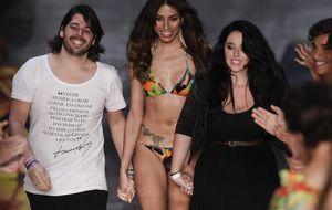 La modelo transexual Lea T. desfila por primera vez en bikini en la pasarela de Río de Janeiro