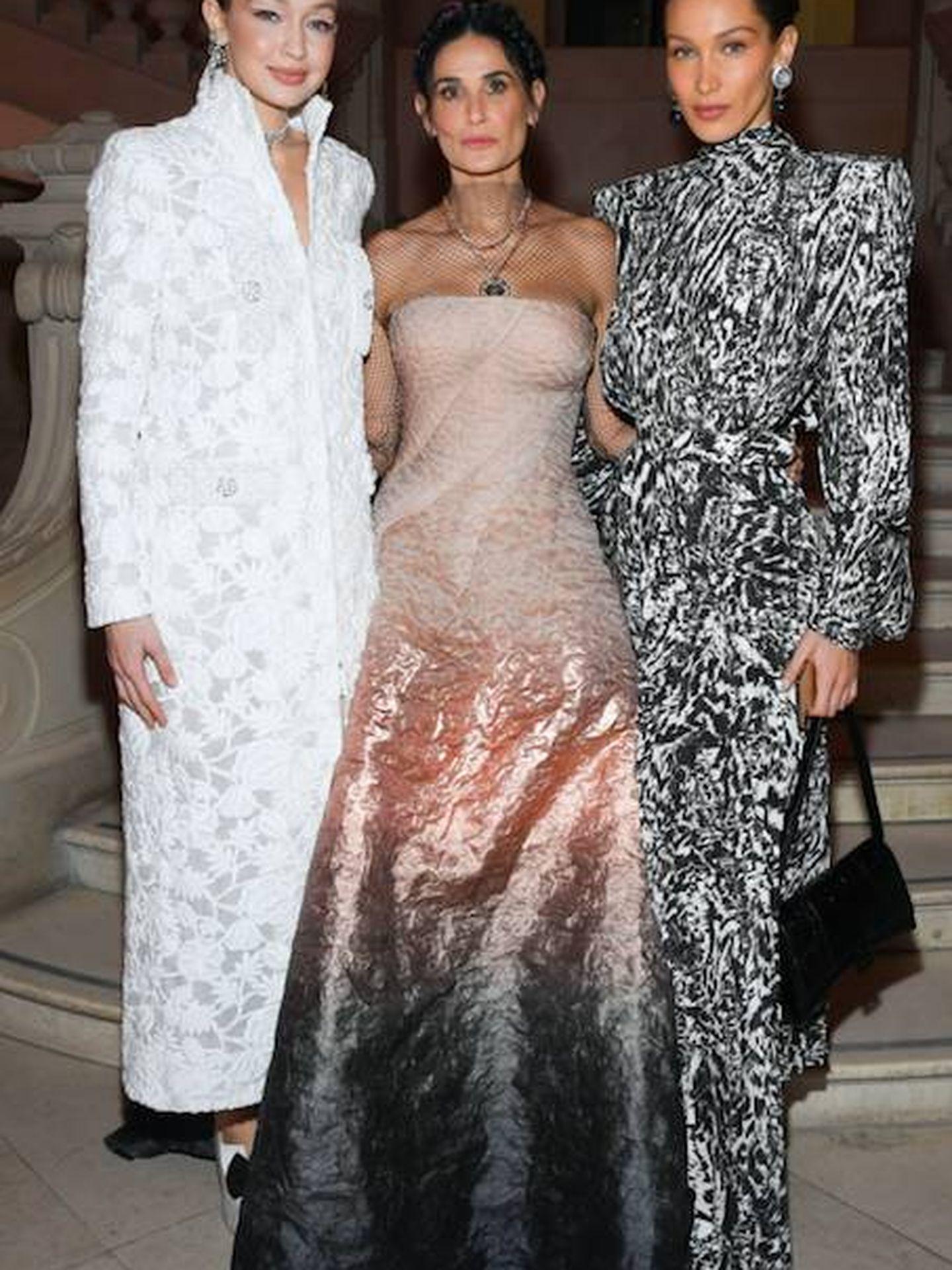Gigi Hadid, Demi Moore y Bella Hadid.  (Getty)