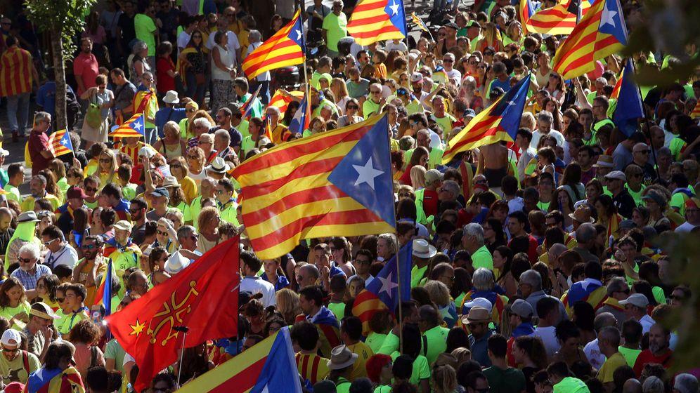 Foto: Confluencia del Paseo de Gràcia y calle Aragón de Barcelona durante la tradicional manifestación convocada por la ANC con motivo de la Diada del 11 de septiembre. (EFE)