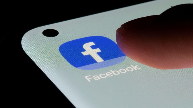 La aplicación de Facebook en un móvil. (Reuters)