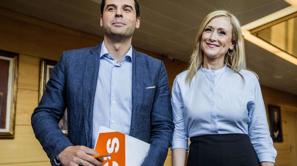 Foto: Ignacio Aguado, líder de C´s en Madrid, y Cristina Cifuentes, candidata del PP a presidir la Comunidad. (EFE)